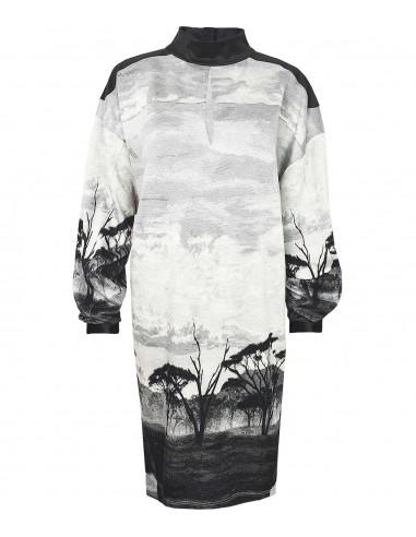 VONBON oversize trikå klänning i viskos. Unikt mönster i grått och svart.