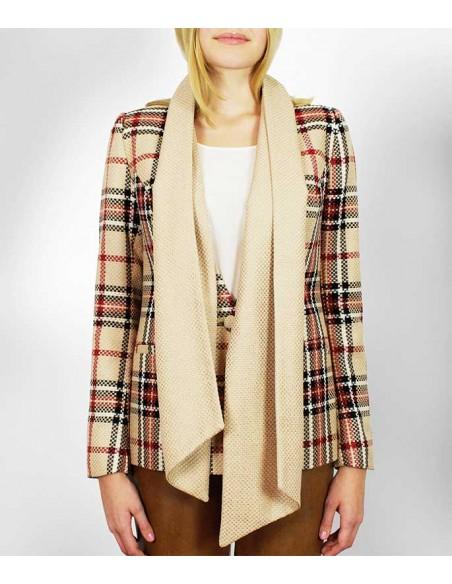 Rutig kavaj med scarf i kontrast färg. Klassiskt beige, svart, vitt och rött rutmönster