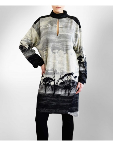 VONBON knitted dress in viscose. Unique pattern from Africa in grey and black color.
