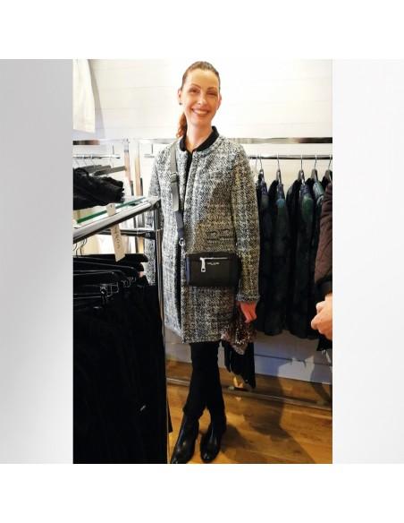 VONBON stickad cardigan i italiens lammull. Jacka att bära inomhus och utomhus i grått mönster.