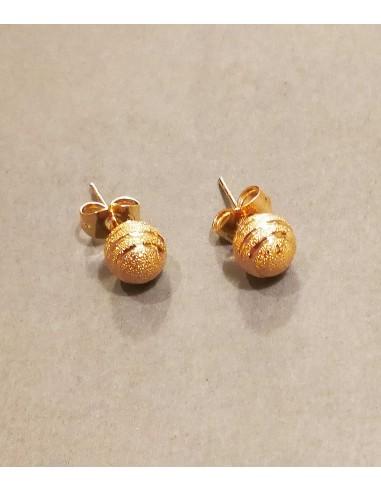stift örhängen i guld och boll form från Pilgrim smycken och VONBON smycken