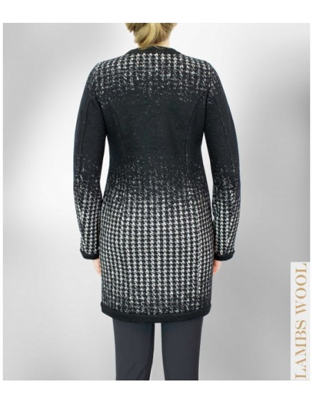 VONBON Italian knitted jacket, a blazer for indoor and outdoor. Virginwool in dog tooth pattern in color black and white.