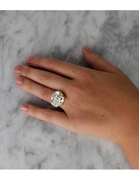 stor silverring från VONBON med en ros. Chanel inspirerad ros ring, Pilgrim smycken