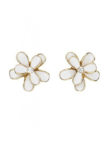 earrings from Pilgrim a shape of a flower in embossed white color and gold.