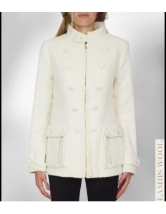 VONBON Chanel Jacka i vitt boucle tyg. Stora bälgfickor, dekorativa knappar fram och dragkedja. Fodrad.