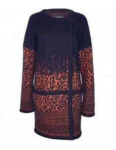 VONBON stickad oversized cardigan i italiens lammull. Stickad jacka i djurmönster i svart och orange.