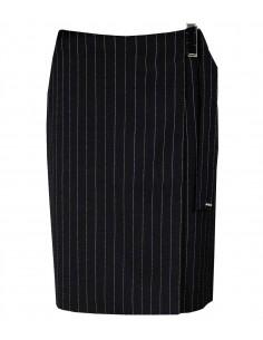 VONBON kritstrecksrandig omlott-kjol ingår i en kostym med kavaj. Svart tyg i italiensk kaskmir